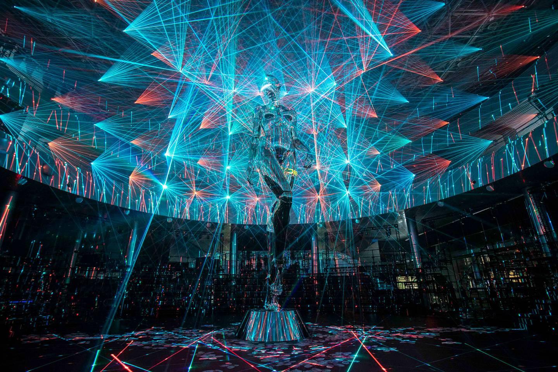 Christian Dior, Dior, Hajime Sorayama, Interaccion interfaces humanos maquina, kim Jones, Tokio